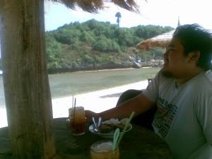 Makan Siang di Pantai Drini
