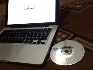 CD yang tertelan di Macbook